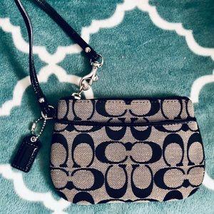 Coach wristlet / wallet 💕
